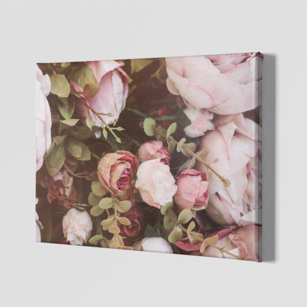 Картина от канава с красиво бедорозови цветя